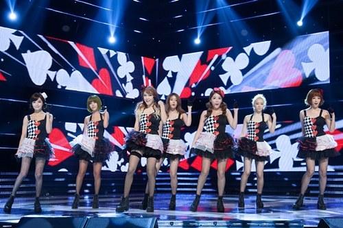 "T-ara Performs ""Bo Peep Bo Peep"" with Taiwanese Idols Dream Girls"