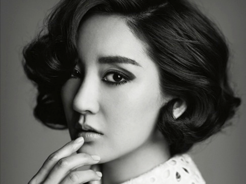 [SNS Pic] Bada Signs Autograph While Hospitalized & Receiving IV Treatment