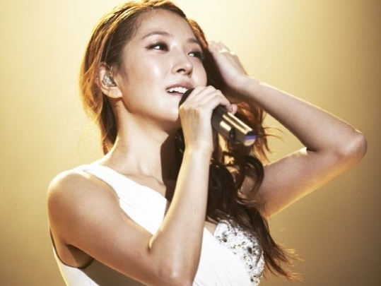 [SNS Pic] BoA Humorously Shows Off Her Big Head