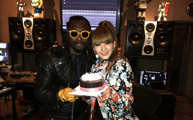 [SNS Pic] CL and Will.I.Am Enjoying a Shopping Date