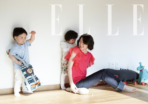 Lee Young Ae Reveals Her Lovable Twins through Elle