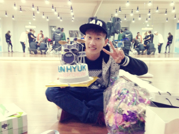[SNS PIC] Eunhyuk Shows Off Birthday Gifts He Received from Fans