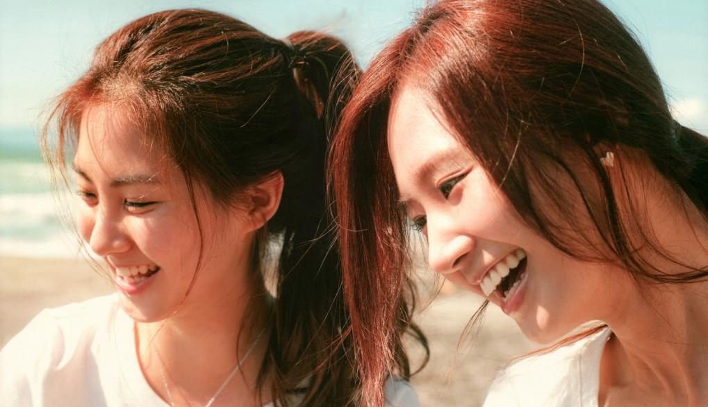 Girls' Generation's Seohyun and Yuri Enjoy a Disneyland Date