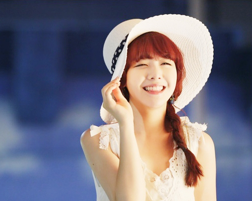 "Girl's Day Minah Studies to Get an Excavator Operating License for ""Ecovillage"""