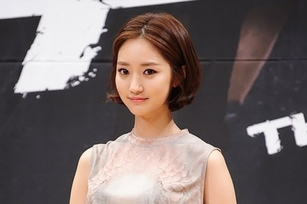 Go Jun Hee's Past Pictures Surface Online