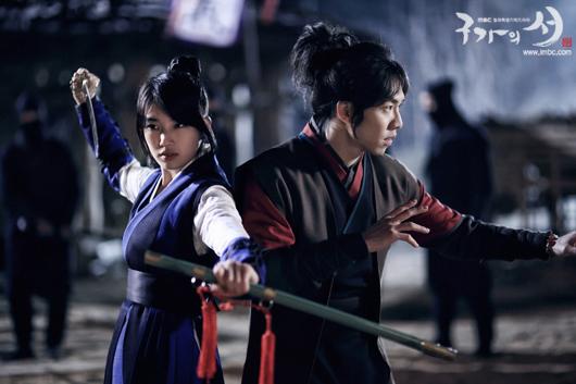 "Lee Seung Gi Injured while Filming ""Gu Family Book"""