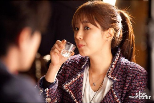 "Drama Stills Revealed of Han Chae Ah from ""All About My Romance"""