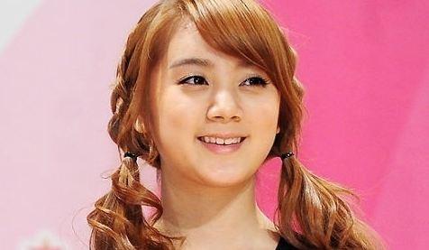 "Wonder Girls' Hyelim Is the Cover Model for ""NAILHOLIC"""