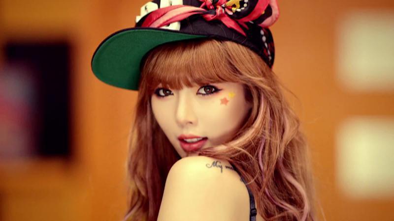 "HyunA Does a Sexy Parody of ""A Muse"" for SNL Korea"