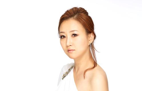 Trot Singer Jang Yoon Jung to Get Married to KBS Announcer