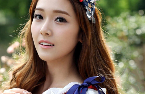 Ice Princess Jessica Blows a Kiss to Fans
