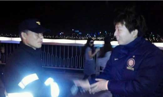 Comedian Jung Bum Kyun Helps Save a Man from Committing Suicide