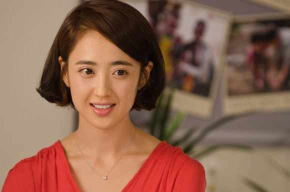 Actress Kim Min Jung Re-Signs with Her Current Agency
