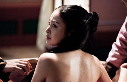 Kim Tae Hee's Bath Scene Still Shows Her Sexy Back