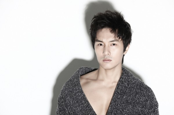 Shinhwa's Kim Dongwan Leaves Agency and Will Leave for Canada to Study Language