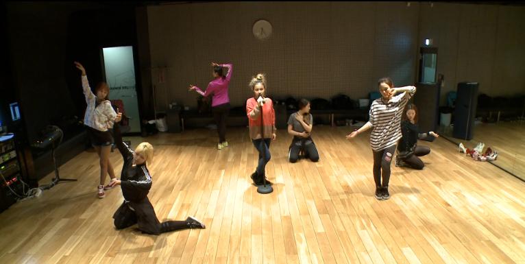 "Lee Hi Reveals Dance Practice for ""Rose"""