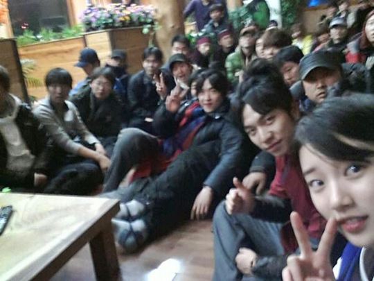 """[SNS PIC] miss A's Suzy and Lee Seung Gi Show Their Support for """"Gu Family Book"""""""