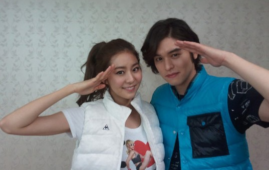 """Lee Jang Woo and After School's Uee to Step Down as """"Music Bank"""" MCs"""