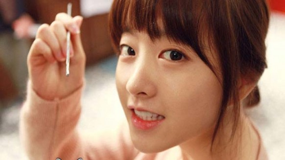"Park Bo Young Eats a Larva on ""Rules of the Jungle"""