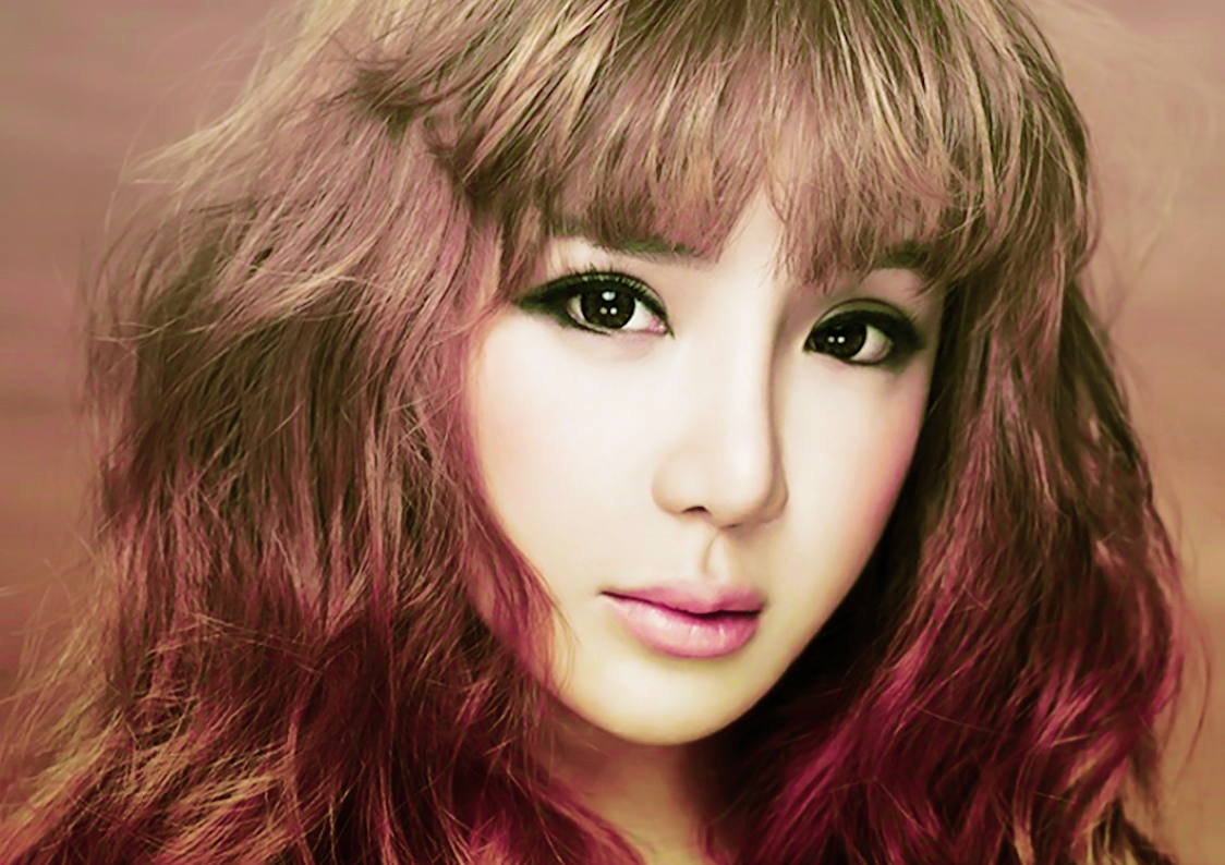 """Park Bom Frowned Upon for Not Wearing Seat Belt During """"Running Man"""""""