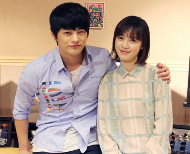[SNS PIC] Seo In Guk Takes a Friendly Photo with Goo Hye Sun