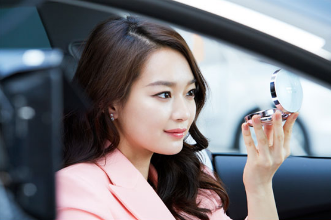 Actress Shin Min Ah's BTS Photos from CF Filming Show Her Flawless Beauty