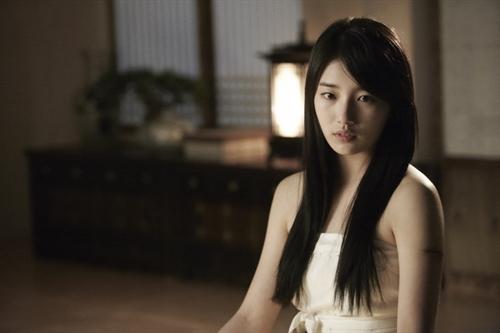 "miss A Suzy Reveals Shoulder Line on ""Gu Family Book"""
