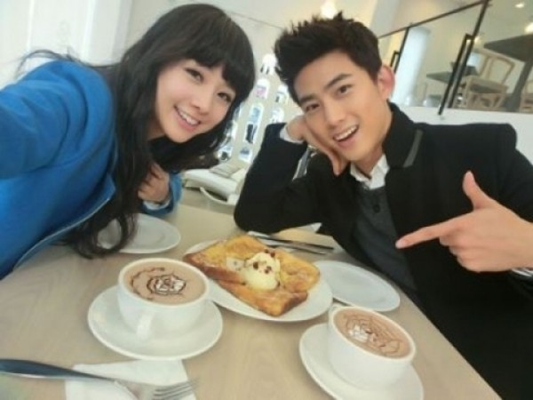 Taecyeon Romantically Carries His Wife Gui Gui Home in WGM