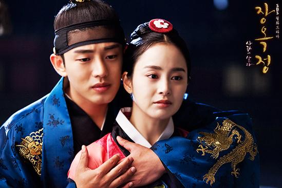 Yoo Ah In Backhugs Kim Tae Hee
