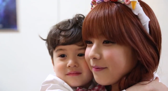 Juniel Has Fun with Child Stars Aleyna and Lincoln Backstage