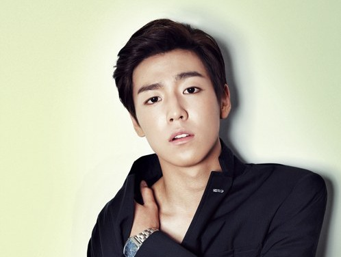 "Lee Hyun Woo Radiates Masculinity for ""Elle"""