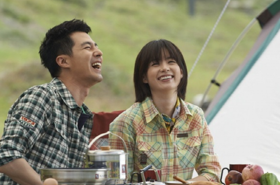 Jo In Sung And Han Hyo Joo Go Camping for Latest CF
