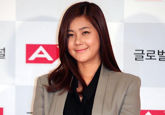 """Solbi Admits to Being a Victim of """"Yoon Hoo Fever"""""""