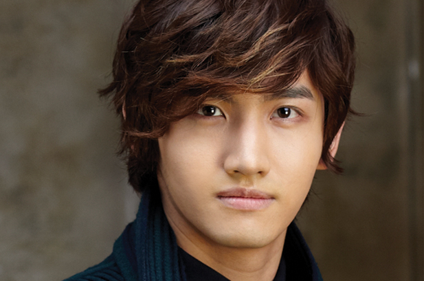 DBSK's Changmin Uses His Body for Humor!