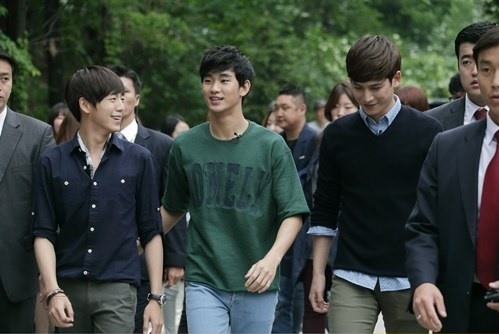 Kim Soo Hyun, Park Ki Woong, and Lee Hyun Woo Visit a Woman's College