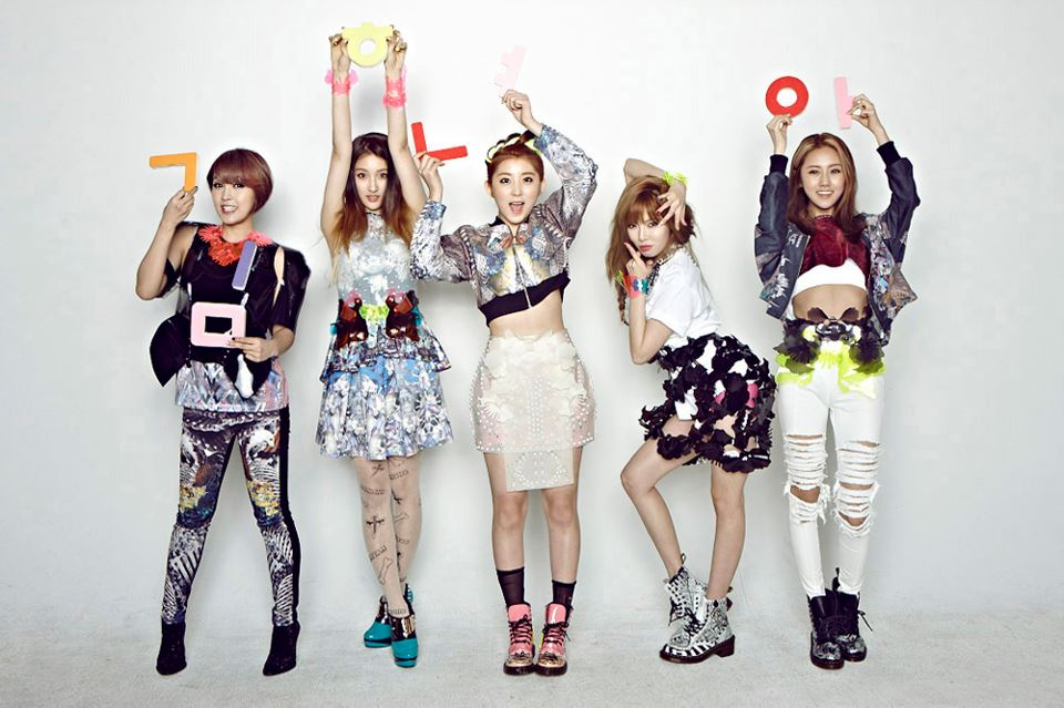 4minute Snaps a Trophy Photo With HyunA at Her Hospital ...Hyuna 2013