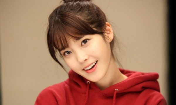 IU Impresses Colleagues with Her Napkin Drawing