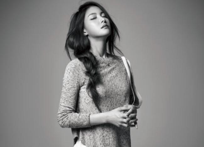 "Kara's Park Gyuri Shows Quiet Beauty in ""Esquire"""