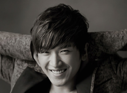 Shinhwa's Lee Minwoo Reveals His Father Recently Collapsed Due to Poor Health