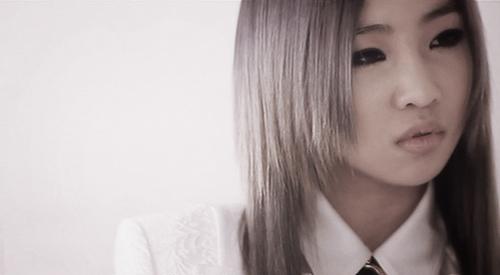 [SNS PIC] 2NE1's Minzy Looks Lovely in Recent Selca