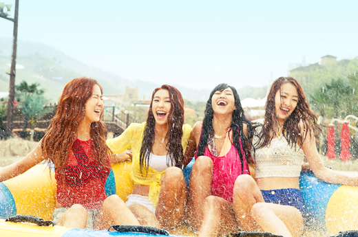 SISTAR Puts on Hot Pants as Models for Ocean World