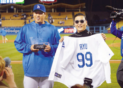 PSY Spotted at Dodgers Stadium to Support Ryu Hyun Jin