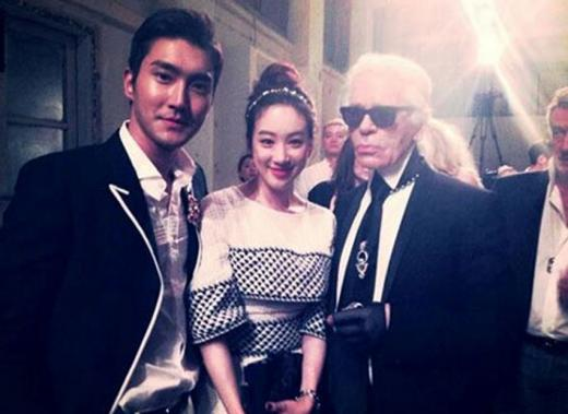 Jung Ryeo Won and Super Junior's Siwon Snap a Shot with Designer Karl Lagerfeld