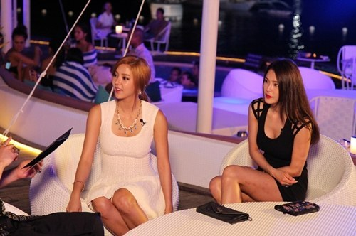 Son Dam Bi and Kahi Look Sexy in Their Club Outfits
