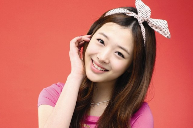 Netizens Dig Up Past Photos of f(x)'s Sulli With Few SM Entertainment Guys
