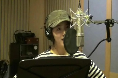 miss A's Suzy Sings with a Bare Face at a Recording Studio