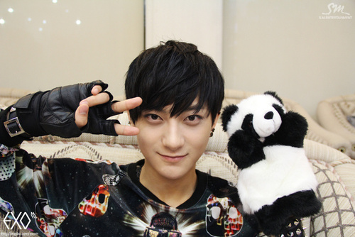 EXO's Tao Uploads Selca While Gesturing Fans to Call Him