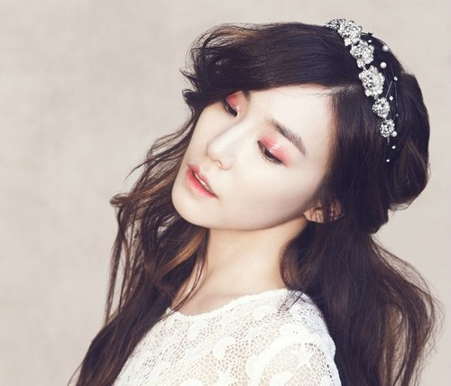 """Girls' Generation's Tiffany Shows Off Gorgeous Skin for """"Elle"""""""