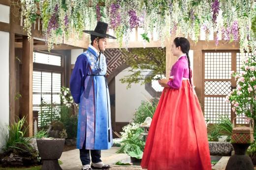 Yoo Ah In Prefers to Work with Older Women