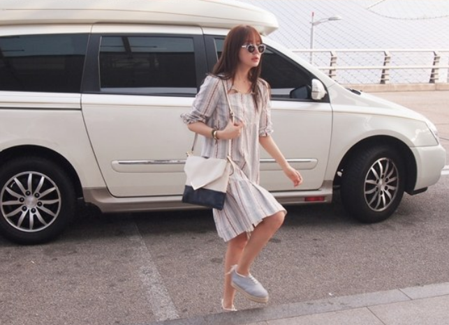 Yoon Eun Hye Looks Lovely and Natural at the Airport